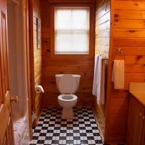 2 Bathroom Cottage 12