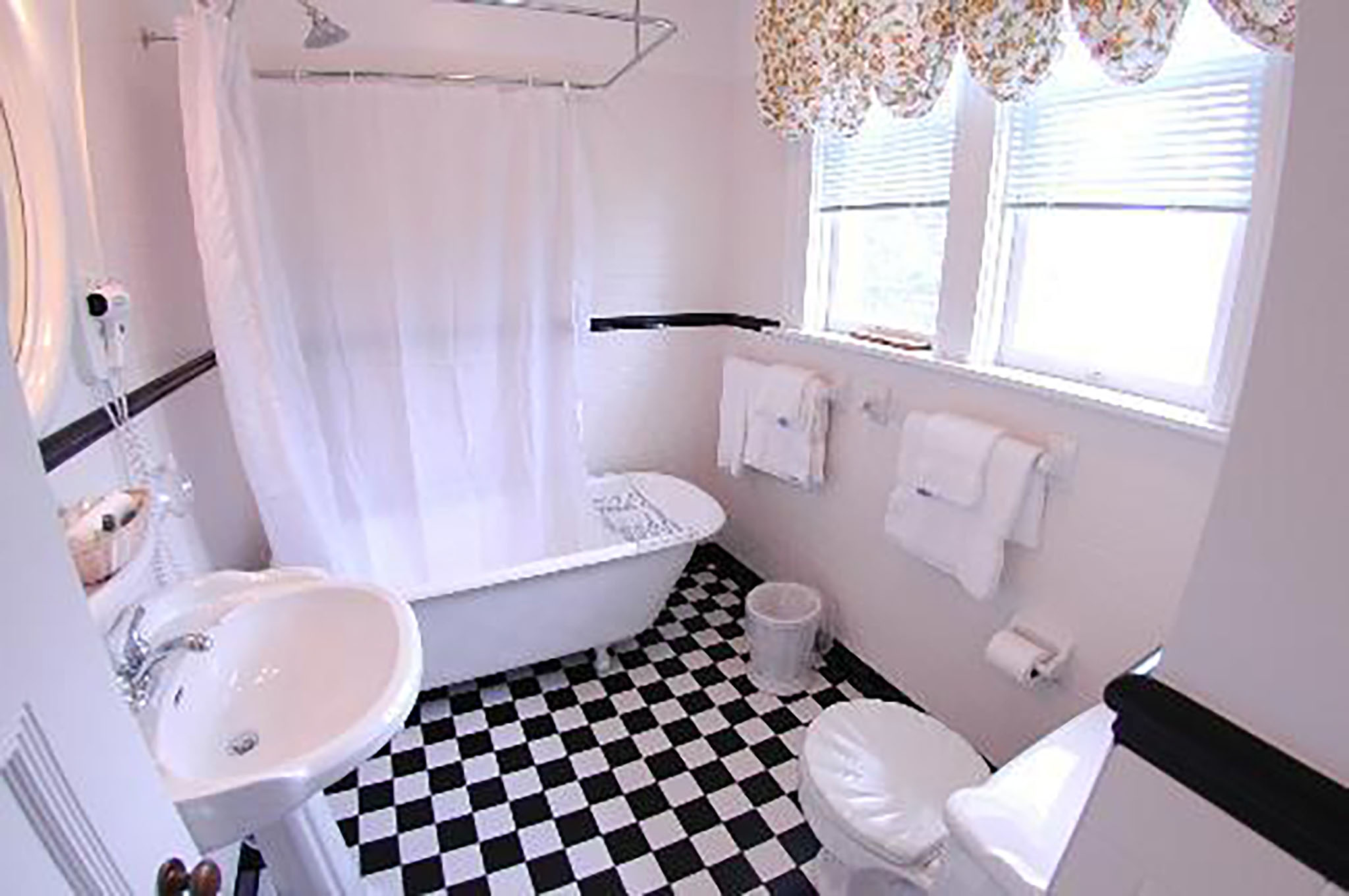King Suite bathroom 1